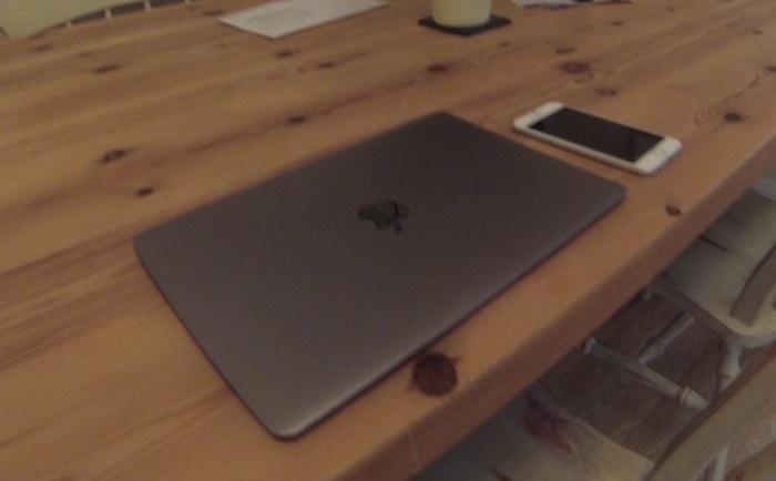 macbookiphone.jpg
